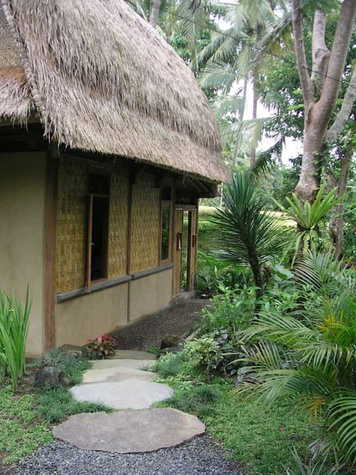 Ubud Contemporary Eco Bali Lumbung - front entrance to the house
