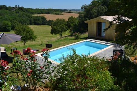 Chalet en bois vue exceptionnelle piscine privée - Saint-Caprais-de-Lerm - Chalet