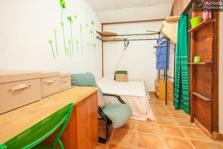 Room M Alcalá de Henares (Madrid) - House