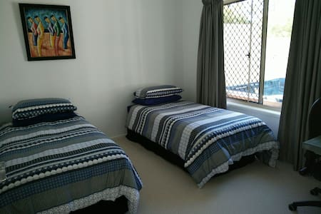 Gold Coast Theme Parks - 2 bedrooms - Oxenford - Bed & Breakfast