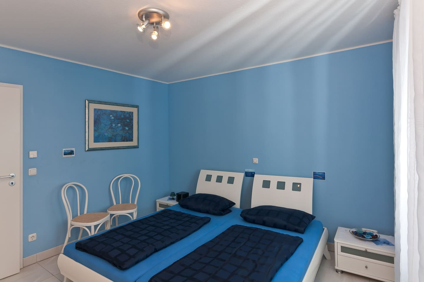 Room with a comfortable big double bed (200 cm x 200 cm)