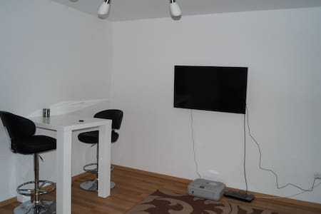 Schönes frisch renoviertes Zimmer,