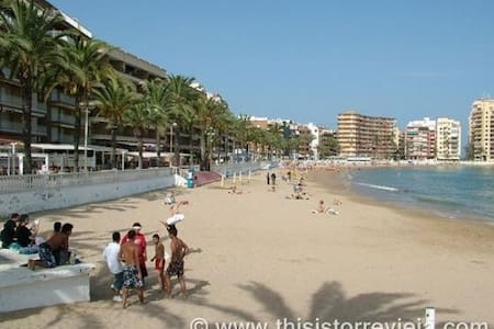 2 bedroom apartment near the beach with terrace. - Apartment