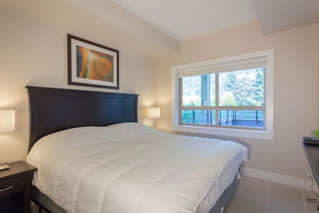 2 bedroom Lakeview Grand Suite - Byt
