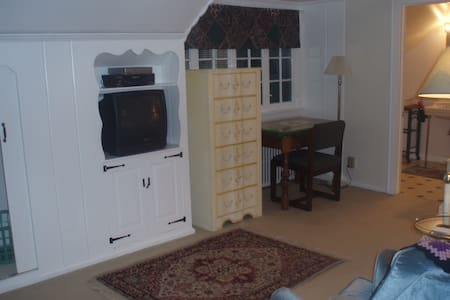 Charming Furnished Studio Suite D2
