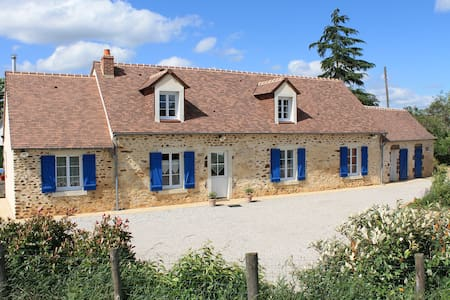 Two private rooms only 5 minutes from Le Mans - Hus