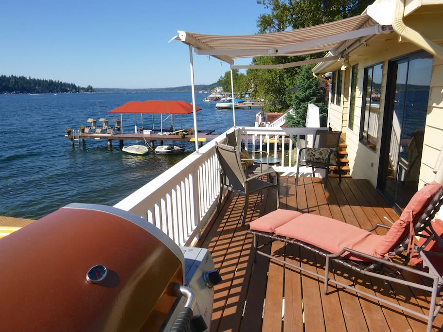 Enjoy a barbecue with your family and friends with this beautiful lake view. Some guests like to bring our movable tables to this deck and have dinner under the awning.