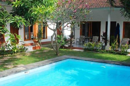Rooms with AC/POOL JIMBARAN BEACH1 - South Kuta - Bed & Breakfast