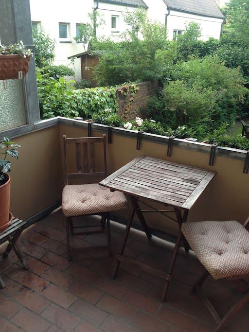 Zimmer mit balkon zum garten apartments for rent in hanover for Whirlpool garten mit doppelliege balkon