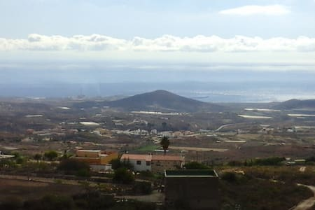COMODIDAD Y TRANQUILIDAD - Granadilla - Casa