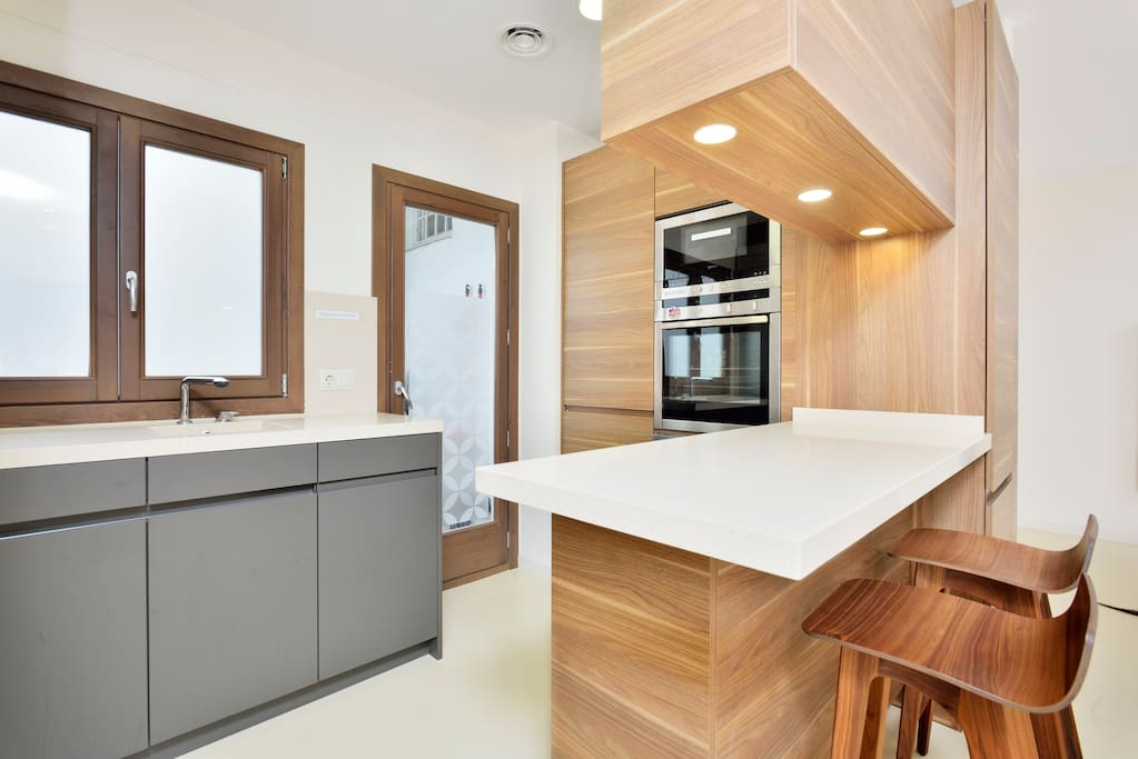 Luxury NEW flat 2min from the beach