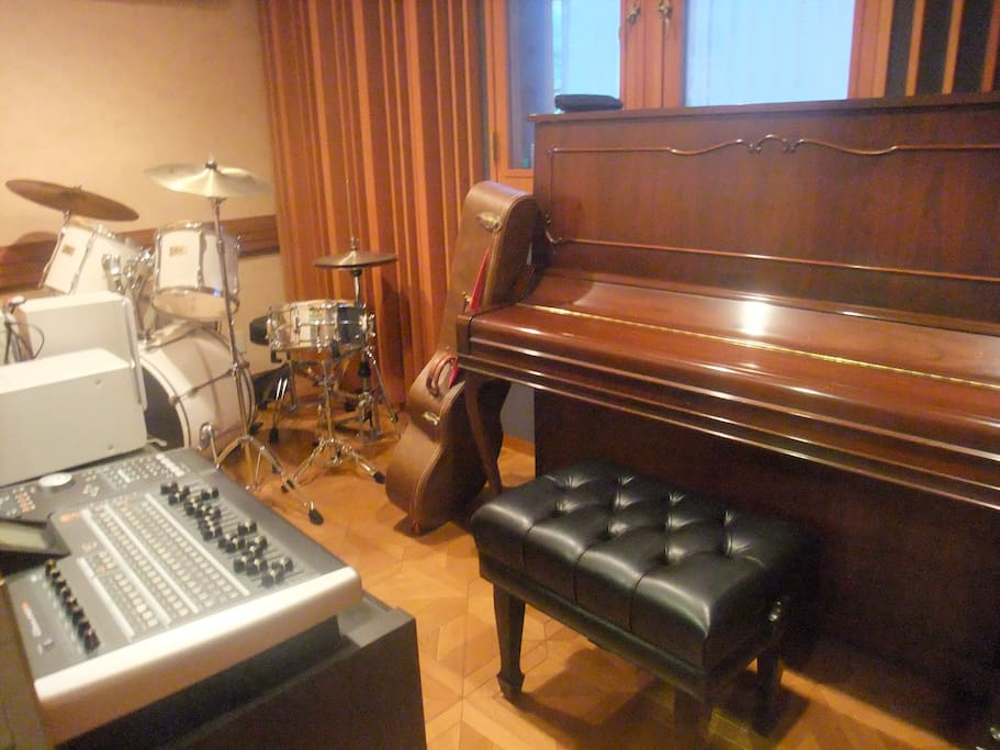 Band room. This room is sound proof and free for guests to use.