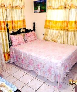 Dunbar Guest House Room 3 - Santa Cruz