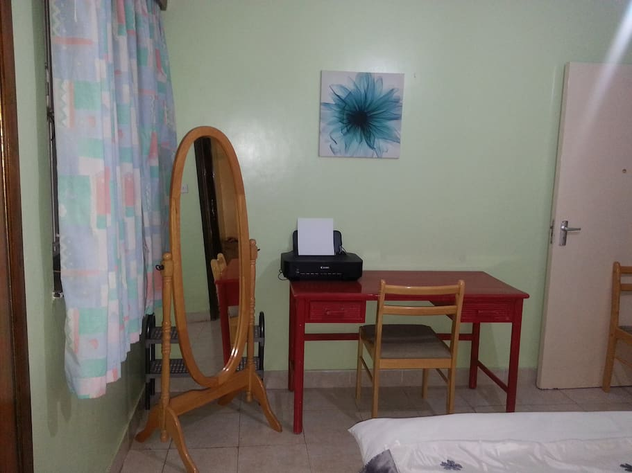 DOUBLE ROOM IN 3 BR APRT -WESTLANDS