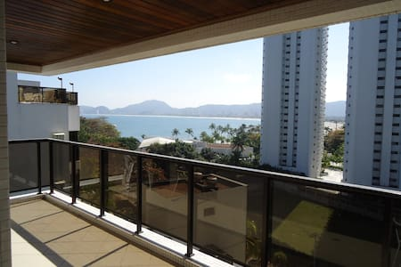 Apto na Praia com Sacada - Guarujá - Apartment