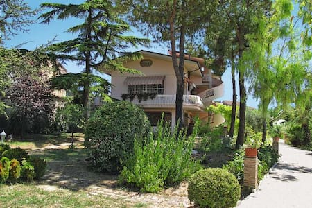 WONDERFUL VILLA WITH HEATED POOL FOR GROUPS - Villa