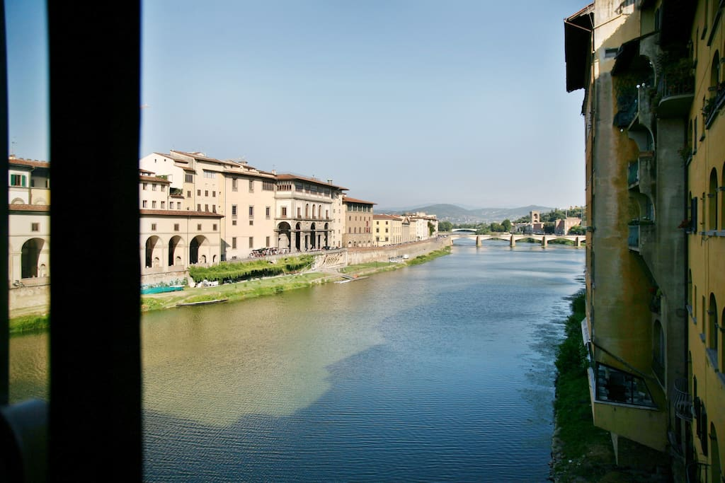 Spectacular view on Ponte Vecchio