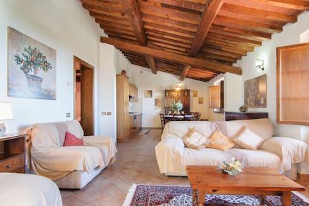 Villa Lake Trasimeno Cortona 4peopl - Gosparini