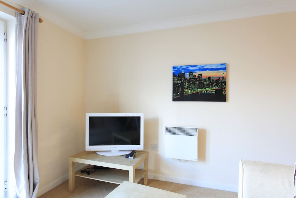 Apartment 4 Free View Television/DVD.  Telephone & Broadband Services Available