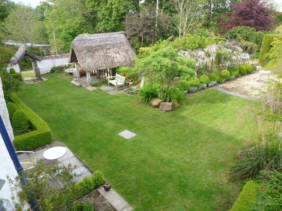 The garden in front of the cottage features a 1000 year old thatched well