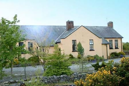 Converted Schoolhouse Swinford  - Talo
