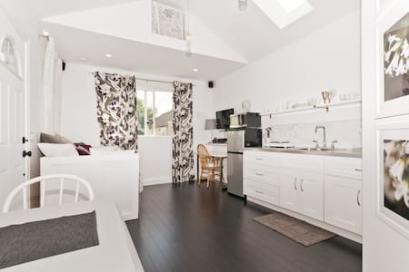 Cute private brand-new coach house