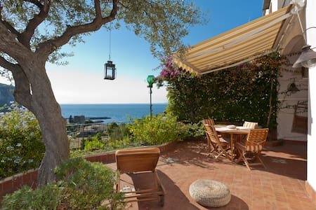 Villa very charming and panoramic - Huvila
