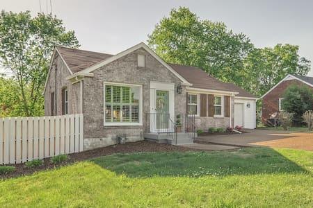 Breathtaking Home 10 Min to Dwntown - Nashville - Maison