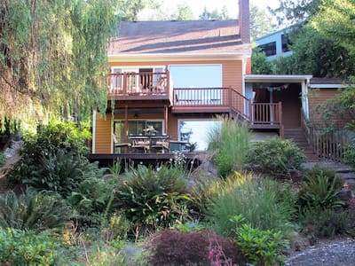 Oyster Bay Bungalow Private Apt. - Bremerton - House
