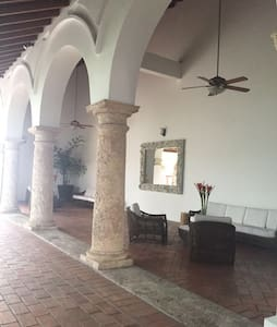3/3 Oceanfront in Old City with Parking - Cartagena - Appartamento