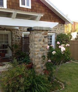 Eastern Sierra - comfy stone house - Ház