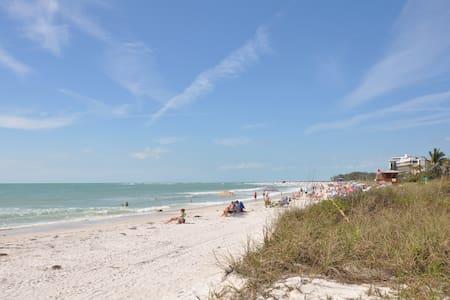 Deluxe Cottage Studio - heated pool- walk to beach - Sarasota - Bungalov