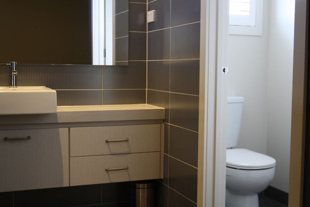 Private Ensuite room2 in Point Cook