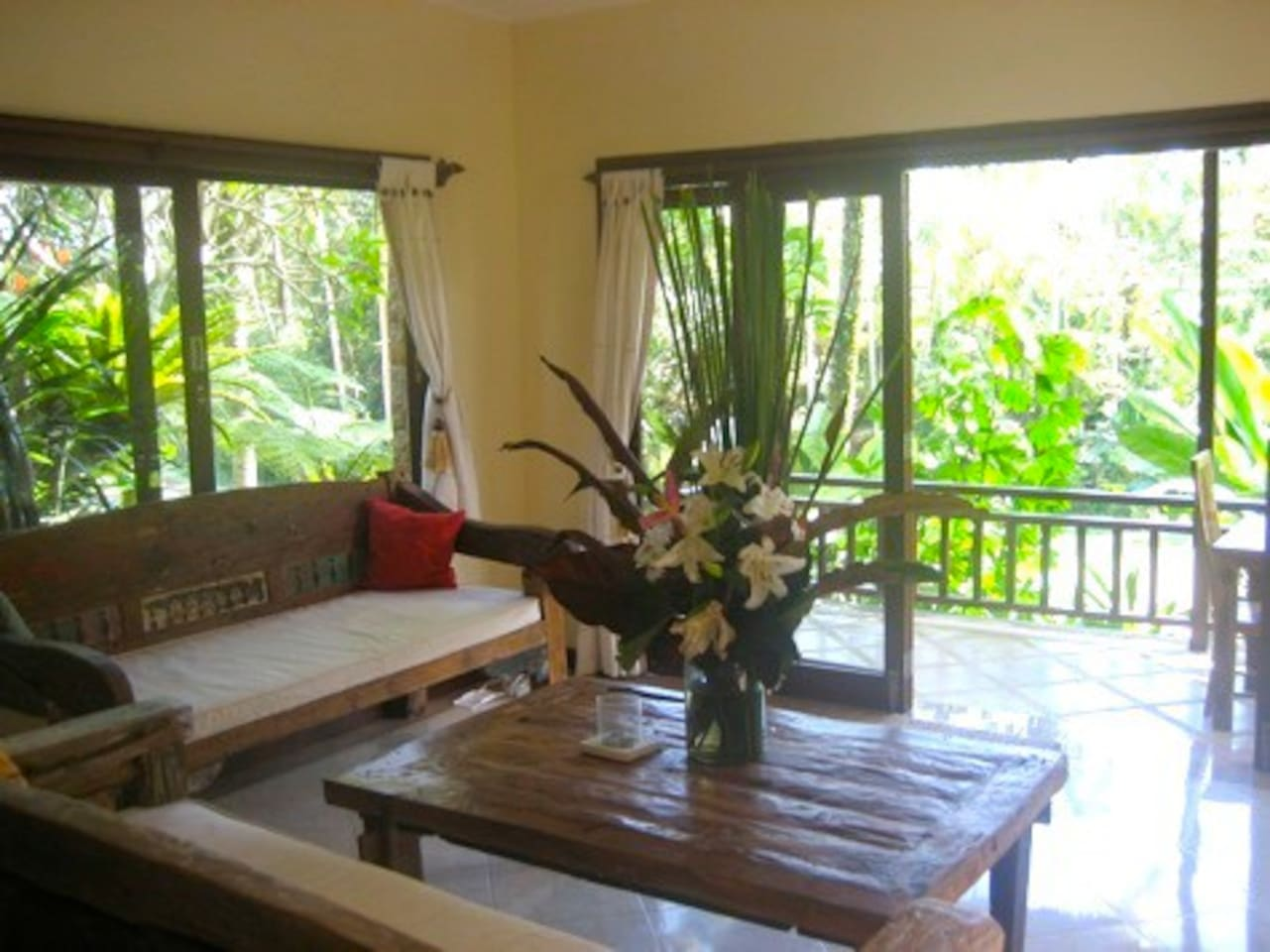 Spacious and bright family room overlooking the ricefields and coconut trees.