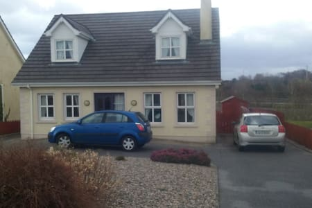 Modern home in quiet area of town - Bundoran