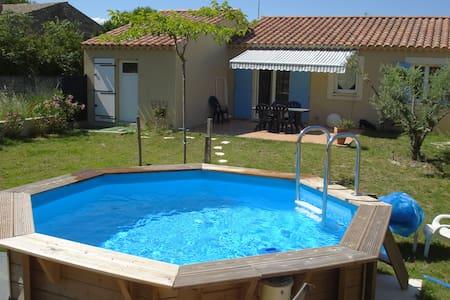 Villa dans résidence privée - Robion - Villa