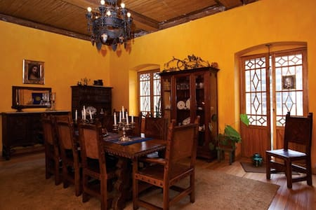 Comfy restored room in Old Quito - Bed & Breakfast