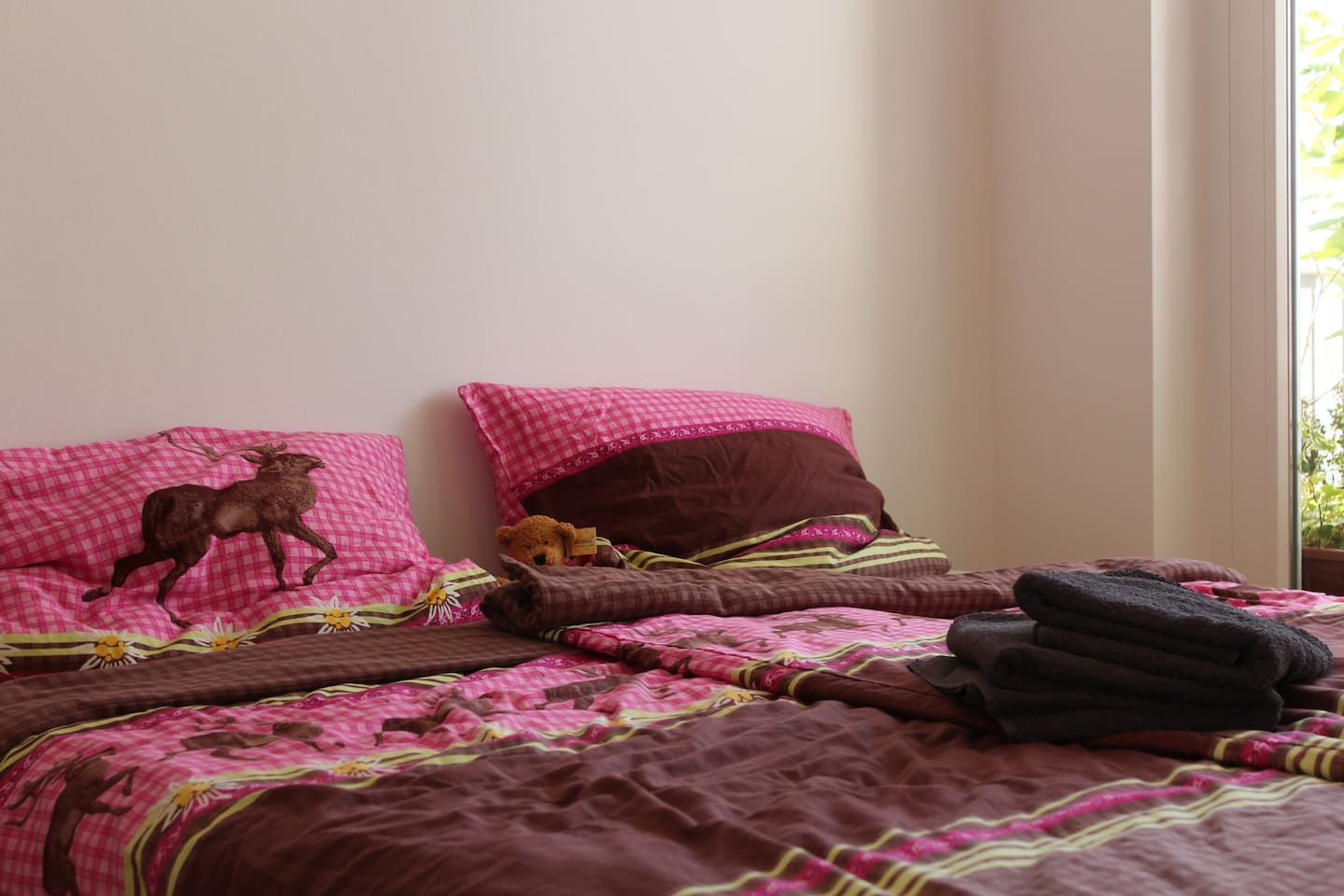 you can choose between single- and double-bed (on the picture)