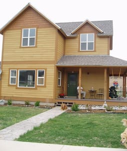 Room type: Entire home/apt Property type: House Accommodates: 8 Bedrooms: 3 Bathrooms: 3