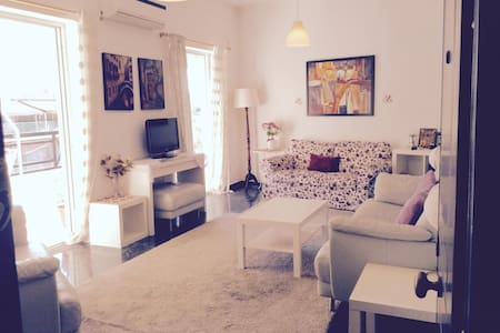 3bedroom apartment,strong wifi,huge terrace - Athina - Apartment