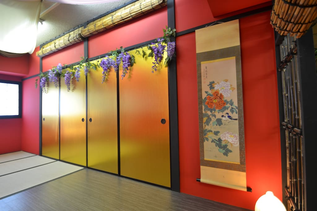 This is a japanese style photo studio. you can stay this room!!