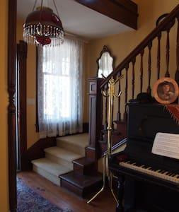 Victorian Inn  East Bedroom - Гестхаус