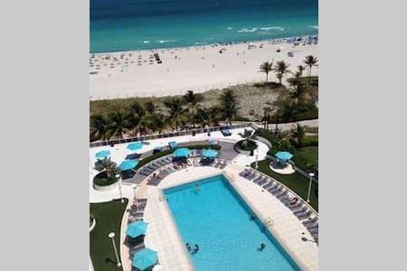 Gorgeous Ocean Front View In South Beach!!! - Condominium