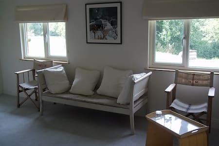 Bridgefoot Cottage - Kirdford - Bed & Breakfast