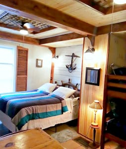 Inn-Port Cabin Room in a B&B - Bed & Breakfast