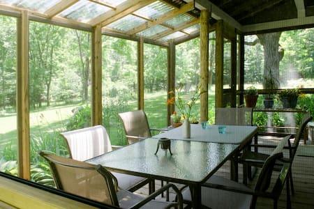 Artist's Renovated Farmhouse - Catskill - Maison