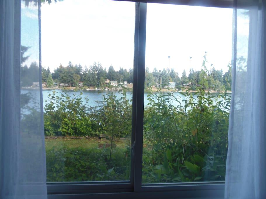 Lakefront paradise getaway!