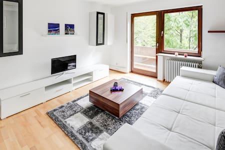 NEUE GROßE WOHNUNG mit WIFI - Oberschleißheim - Apartament