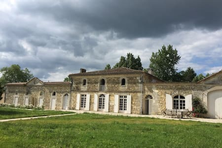 "Château Damase, escape to a vineyard ""gite""! - Saint-Denis-de-Pile"