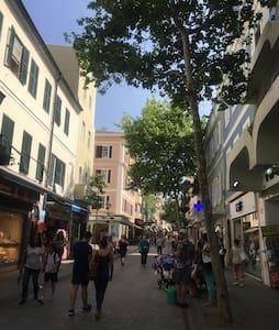 Cozy double room on Main Street - Gibraltar